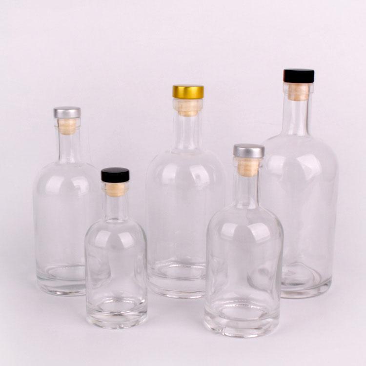 500ml 750ml1000ml botella de vidrio de vodka de lujo al por mayor con tapón de corcho